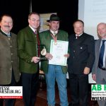 Für den 'Goldenen Apfeltraum' erhielt Karl Posch vom Blockhausheurigen (Mitte) die 'Goldene Birne' 2013