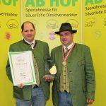v.l.: Reinhard und Karl Posch mit der Auszeichnung 'Goldene Birne' - Wieselburg 2013