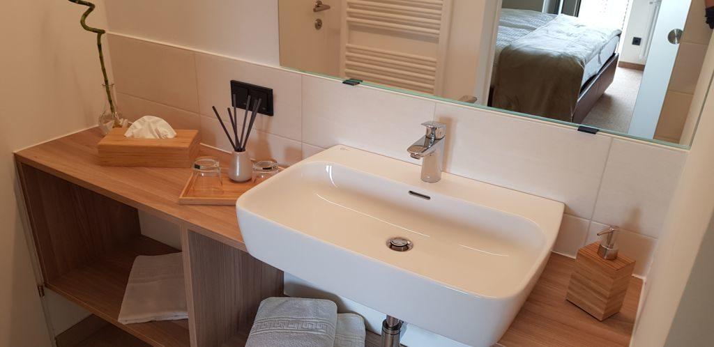 Hotel Wartmannstetterhof - Blick in den Sanitärraum
